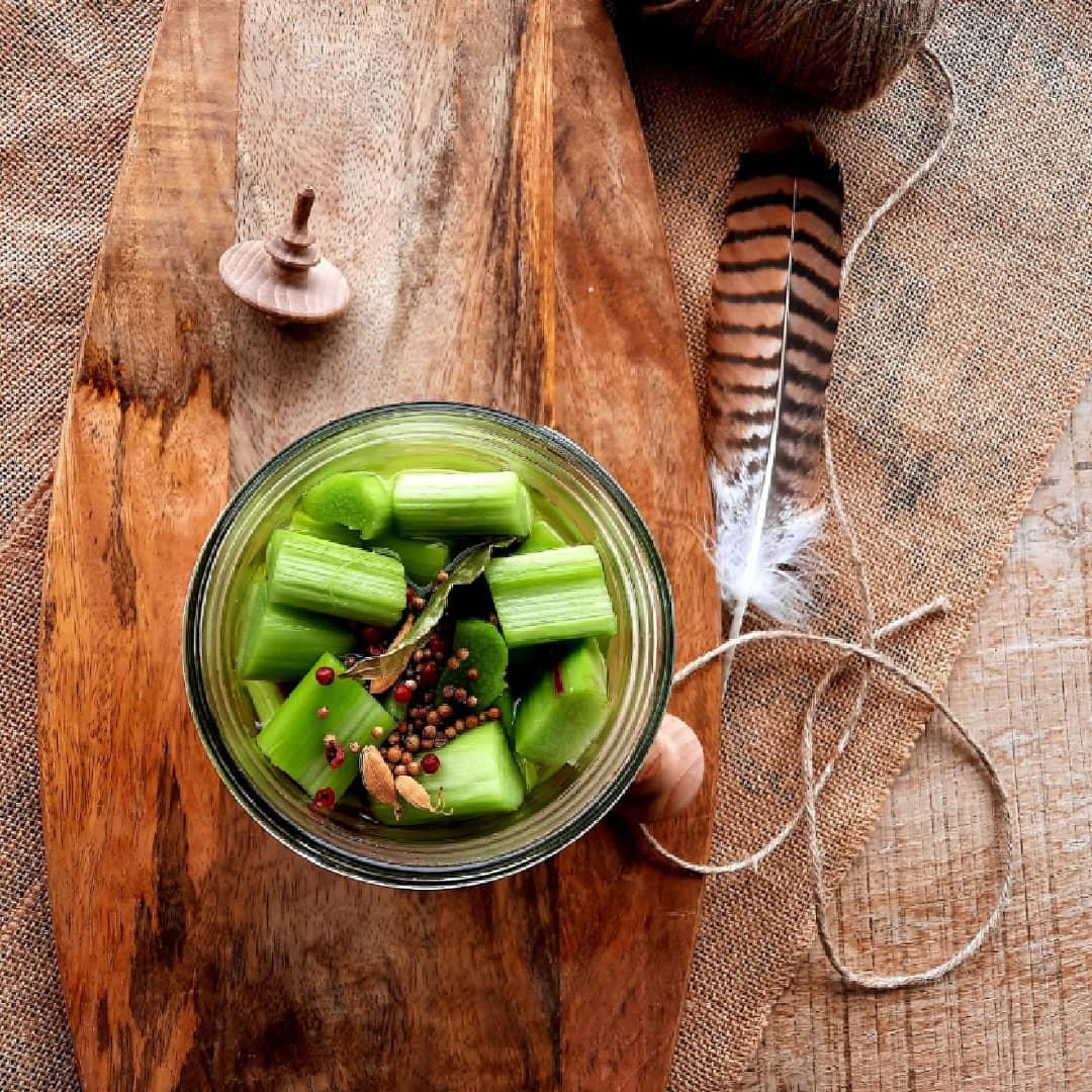 Pickles de rhubarbe - mijote et papote